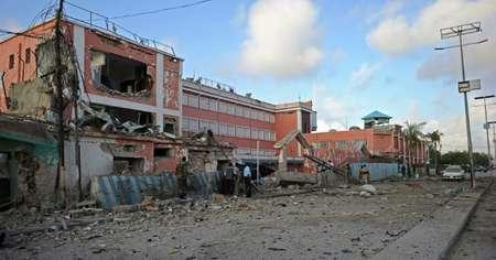 The damaged Sahafi hotel in Mogadishu on November 1, 2015 after the explosion ( Mohamed Abdiwahab (AFP) )