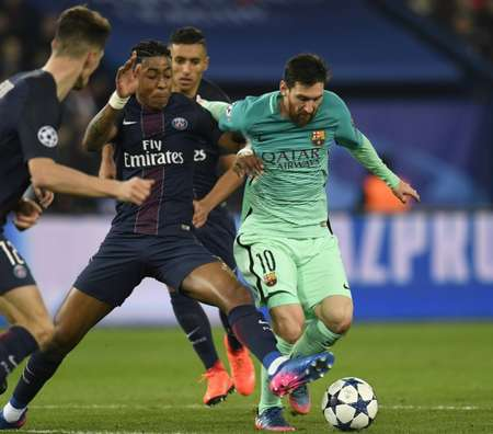 Paris Saint-Germain's defender Presnel Kimpembe (L) vies with Barcelona's  forward Lionel Messi during the UEFA Champions League round of 16 first leg football match between Paris Saint-Germain and FC Barcelona on February 14, 2017 ( CHRISTOPHE SIMON (AFP) )