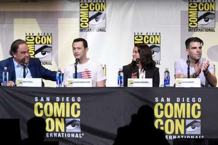 (L-R) Writer/director Oliver Stone, actors Joseph Gordon-Levitt, Shailene Woodley, and Zachary Quinto attend the