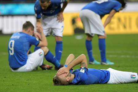 Italian footballers react at the end of their FIFA 2018 World Cup qualification second leg match against Sweden, at the San Siro stadium in Milan, on November 13, 2017 ( Miguel MEDINA (AFP) )