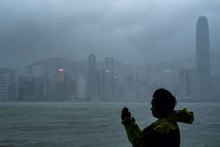 Hong Kong's observatory warned that Mangkhut would pass 100 kilometres south of the city as it raised the storm alert to its highest level ( Philip FONG (AFP) )