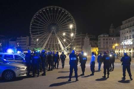 شرطيون يشاركون في تظاهرة في مرسيليا