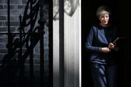 La Première ministre britannique Theresa May devant le 10 Downing Street à Londres, le 18 avril 2017 ( Daniel LEAL-OLIVAS (AFP) )
