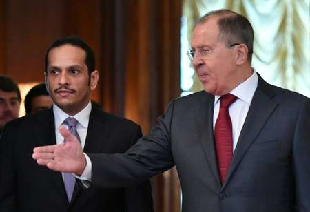 وزير الخارجية الروسي سيرغي لافروف (يمين) وبجانه نظيره القطري محمد بن عبد الرحمن آل ثاني في موسكو في 10 حزيران/يونيو 2017 ( يوري كادوبنوف (ا ف ب) )