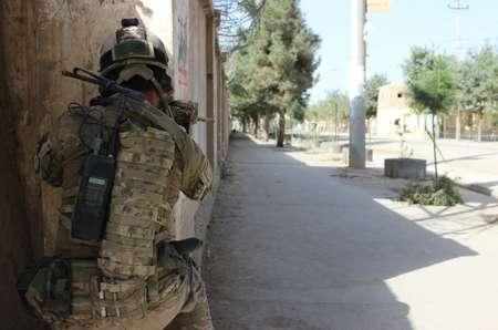 عنصر من القوات الافغانية