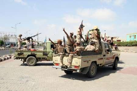 مقاتلون يمنيون موالون للحكومة في عدن