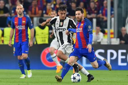 Juventus' Paulo Dybala (C-L) fights for the ball with Barcelona's Lionel Messi during their UEFA Champions League quarter-final 1st leg match, at the Juventus stadium in Turin, on April 11, 2017 ( Giuseppe Cacace (AFP/File) )