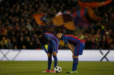 Barcelona's Neymar (L) and teammate Jordi Alba bend over after their UEFA Champions League quarter-final second leg match against Juventus at the Camp Nou stadium in Barcelona on April 19, 2017 ( Marco BERTORELLO (AFP) )