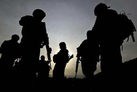 صورة من الارشيف تعود الى 28 شباط/فبراير 2009 لجنود اميركيين خلال دورية خارج باغرام ( شاه ماراي (أف ب/ارشيف) )