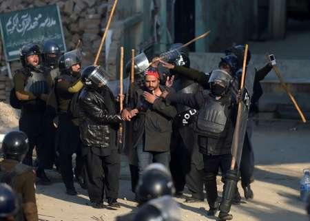 Activists of the hardline Islamist group Tehreek-i-Labaik Yah Rasool Allah Pakistan have virtually paralysed Pakistan's capital Islamabad for weeks ( AAMIR QURESHI (AFP) )