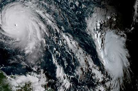 صورة بالاقمار الصناعية تظهر الاعصار ايرما (يسار) والاعصار خوسيه 6 أيلول/سبتمبر 2017 ( اف ب )