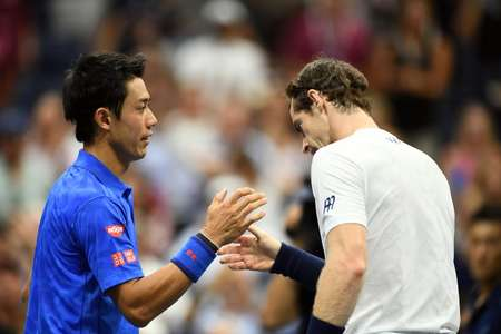Andy Murray (R) of Britain congratulates Kei Nishikori of Japan at the end of their 2016 US Open Men's Singles quarterfinal match ( Jewel Samad (AFP) )