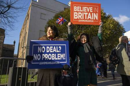 Pro-Brexit activists hold up placards arguing that a no-deal exit from the EU would not be a problem, a view not shared by a cross-party group of MPs who want to amend a finance law  to limit tax-raising powers as a way of forcing the government to stop s ( Niklas HALLE'N (AFP) )