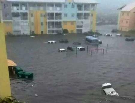Photo diffusée le 6 septembre 2017 sur le compte Twitter de RCI.fm montrant une rue inondée de l'île Saint-Martin après le passage de l'ouragan Irma ( Rinsy XIENG (TWITTER/AFP) )