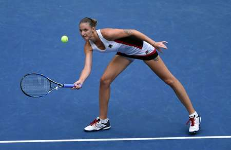 Karolina Pliskova of Czech Republic hits a return against Angelique Kerber of Germany during their 2016 US Open Women's Singles final match  ( Don Emmert (AFP) )