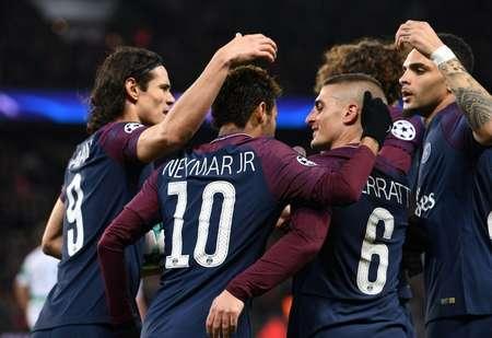 لاعبو باريس سان جرمان يحتفلون يهز شباك سلتيك الاسكتلندي خلال مباراة الفريقين ضمن دور المجموعات في مسابقة دوري ابطال اوروبا في 22 تشرين الثاني/نوفمبر 2017 ( فرانك فيف (أ ف ب) )