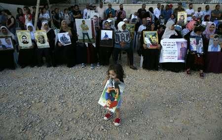 تظاهرة لاهالي المعتقلين الفلسطينيين امام مكاتب الصليب الاحمر في القدس الشرقية، في 17 ايار/مايو 2017 ( أحمد غرابلي (اف ب) )