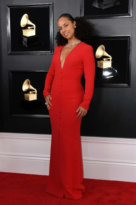 Host US singer-songwriter Alicia Keys looks red-hot in red ( VALERIE MACON (AFP) )