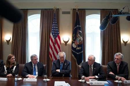 الرئيس الاميركي دونالد ترامب خلال اجتماع في البيت الابيض لبحث شؤون الهجرة مع نواب وشيوخ من الجمهوريين والديموقراطيين في التاسع من كانون الثاني/يناير 2018 ( جيم واتسون (اف ب) )