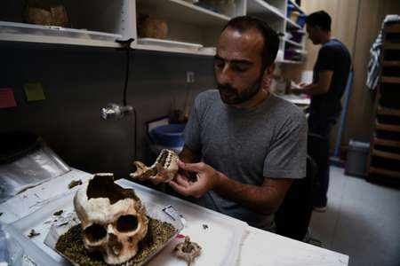 The mass grave was found in one of Greece's biggest excavation sites ever unearthed, where, in 2012, archaeologists discovered over 1,500 skeletons dating to between the eighth and fifth century. BC. ( AFP )