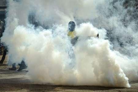 Police fired tear gas to disperse crowds around Odinga's convoy ( SIMON MAINA (AFP) )