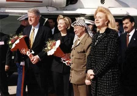 US president Bill Clinton (L), his wife Hillary, Palestinian leader Yasser Arafat and his wife Suha pose during the Clintons' visit to Gaza on December 14, 1998 ( PPO/AFP )