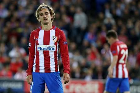 Atletico Madrid's Antoine Griezmann reacts during their UEFA Champions League semifinal second leg football match against Real Madrid at the Vicente Calderon stadium in Madrid, on May 10, 2017 ( CESAR MANSO (AFP) )