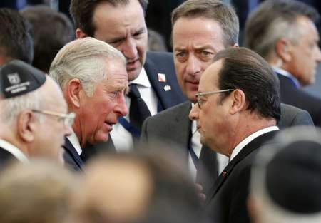 French President Francois Hollande and Britain's Prince Charles arrive for the funeral of former Israeli president and Nobel Peace Prize winner Shimon Peres ( Thomas Coex (AFP) )
