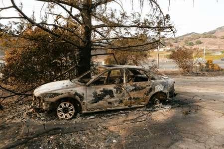 A destroyed car in Carneros, California ( Amy Osborne (AFP) )