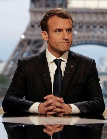 Le président français Emmanuel Macron avant un entretien à la télévision avec les journalistes de RMC-BFM Jean-Jacques Bourdin  (D) et Mediapart, Edwy Plenel (G), dans le palais de Chaillot à Paris le 15 avril 2018  ( FRANCOIS GUILLOT (AFP) )