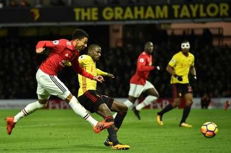 جيسي لينغارد (يسار) سجل الهدف الرابع لمانشستر يونايتد ضد مضيفه واتفورد في الدوري الانكليزي لكرة القدم، واتفورد في 28 تشرين الثاني/نوفمبر 2017 ( غلين كيرك (ا ف ب) )