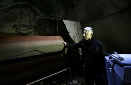 التاجر انطوان بقال في متجره في حلب