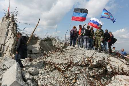 Supporters of the self-proclaimed Donetsk People's Republic, backed by Russia in conflict-scarred eastern Ukraine, rally on September 7, 2017 ( Aleksey FILIPPOV (AFP/File) )