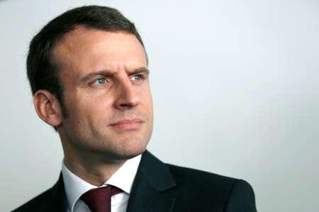 La candidature Macron signe la fin du quinquennat Hollande, dit Fillon