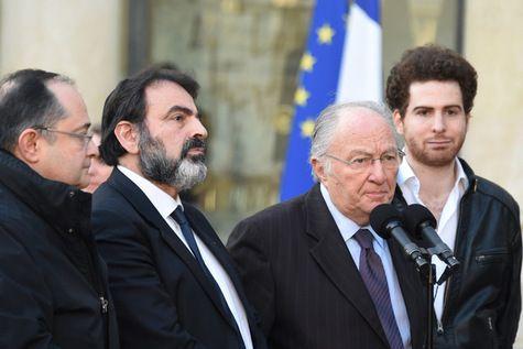 Le président du Crif Roger Cukierman (2eD) et le président du Consistoire Central de France Joel Mergui (2eG) à l' Elysee le 11 janvier 2015
