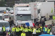"""France: un """"gilet jaune"""" tué après avoir été percuté par un camion à Avignon"""