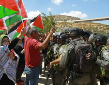 Palestinian protesters throw eggs at US delegation
