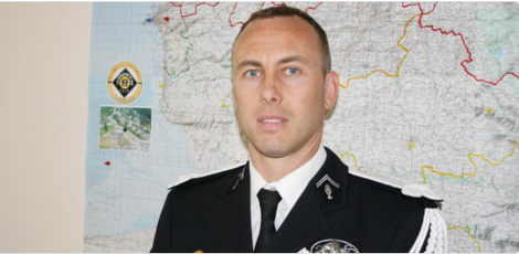 Arnaud Beltrame est mort, drapeaux en berne dans les gendarmeries