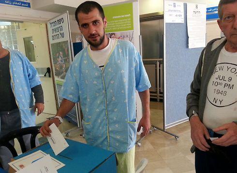 A patient votes at Soroka Medical Center in Be'er Sheba