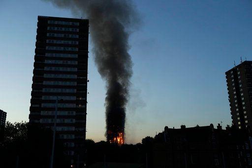 حريق ضخم يلتهم برجًا سكنيًا في لندن. و200 إطفائي للسيطرة عليه