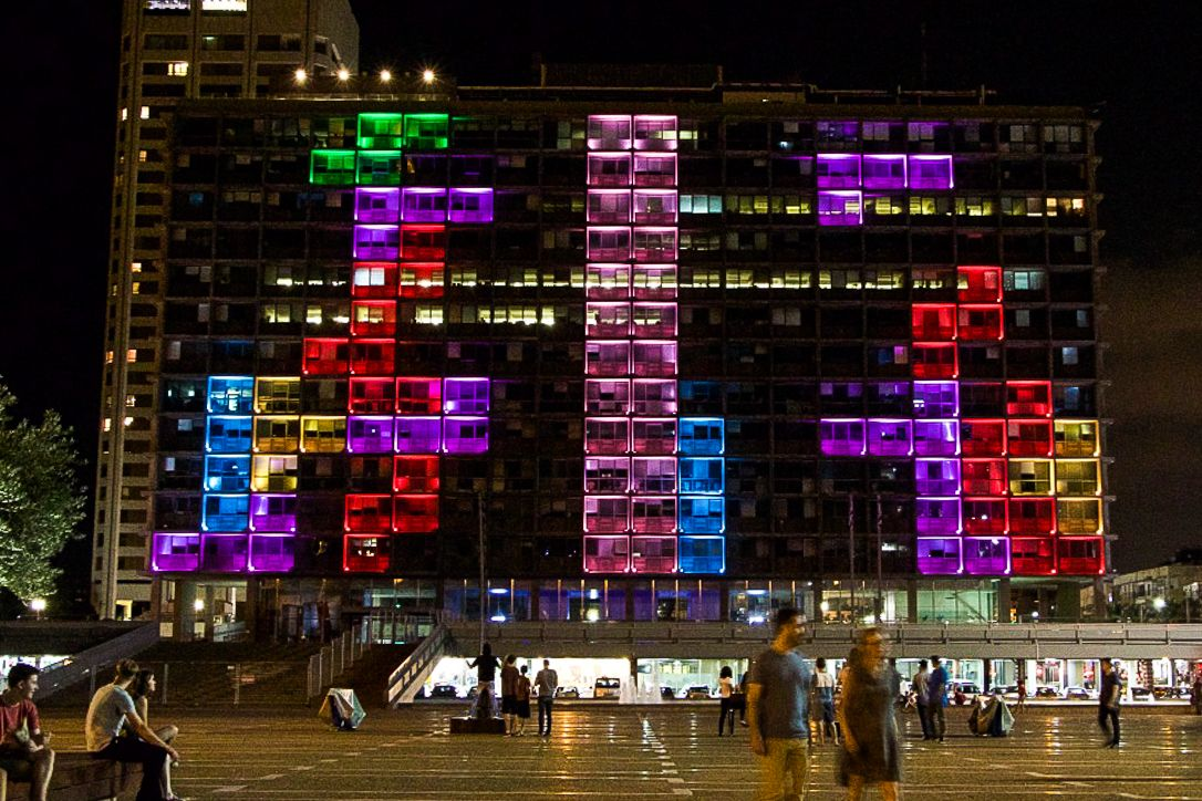 People play Tetris on the Tel Aviv municipality building