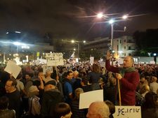 Fourth anti-corruption 'march of shame', right-wing joins protest in Jerusalem