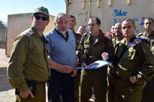 Bras de fer Lieberman/Bennett au sujet du transfert de fonds qatari au Hamas
