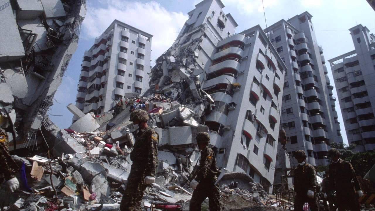 انتشال ناجيين اثنين من تحت أنقاض بناية دمرها زلزال تايوان
