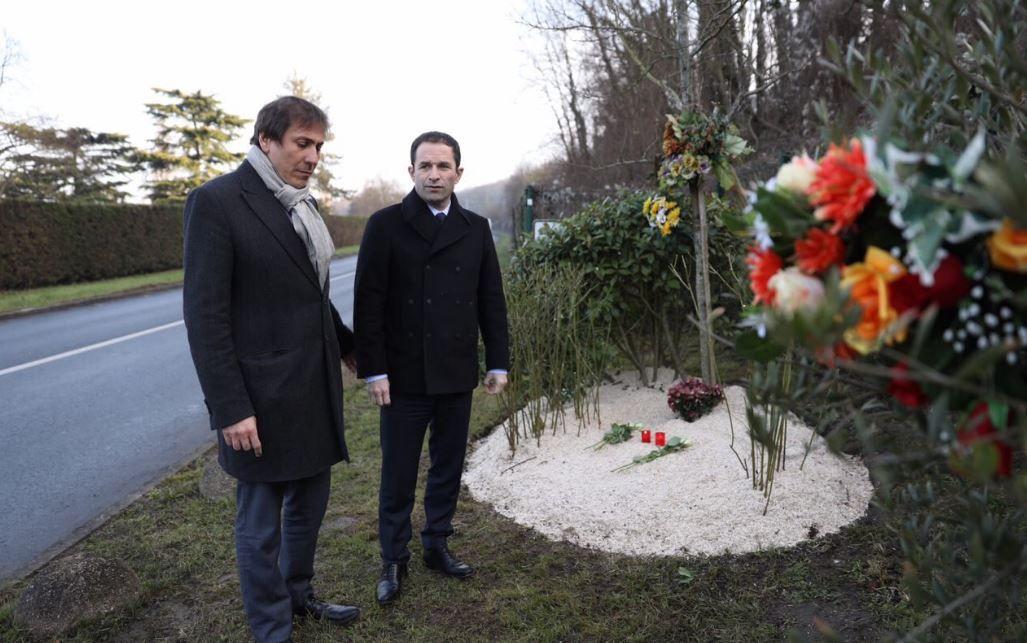 Benoît Hamon (D) et Jérôme Guedj (G) sur les lieux où Ilan Halimi a été retrouvé agonisant