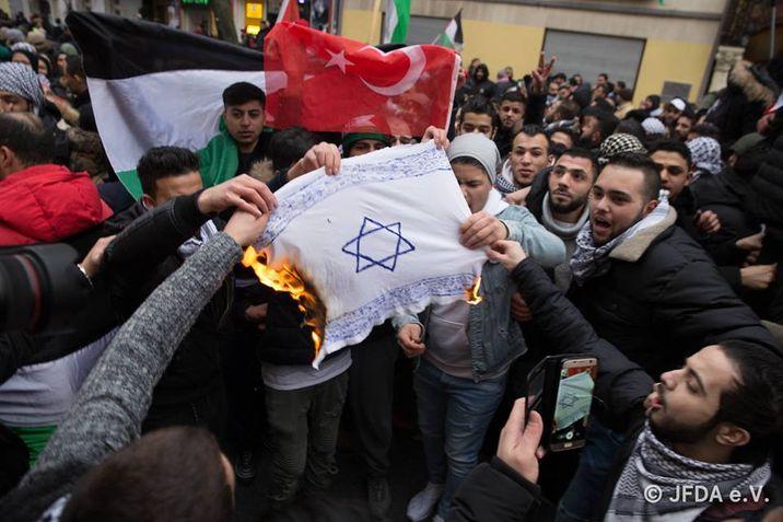 Durva: Átlagosan napi 4 antiszemita bűncselekményt regisztráltak Németországban