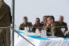 """الجيش الاسرائيلي لجنوده: لا """"تعجبوا"""" بالسياسيين فقط """"تابعوهم"""""""