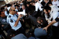 Huit juifs orthodoxes protestant contre le service militaire obligatoire arrêtés