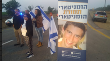 Right-wing Israeli activists and border residents block Gaza goods crossing