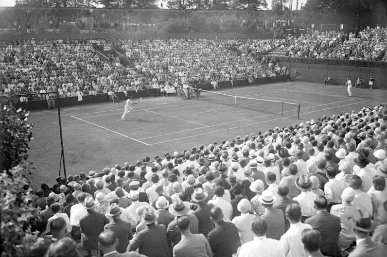 """The Jewish tennis player Daniel Prenn (left), representing Germany in a Davis Cup match against Francis """"Frank"""" Townsend Hunter (USA), Berlin, July 1929"""